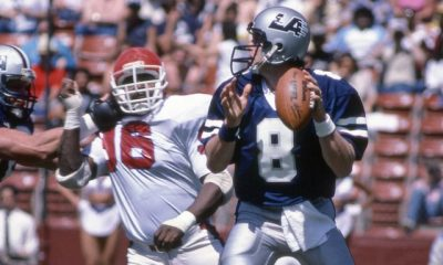 Steve Young scans the field with the LA Express of the USFL (Photo: USATSI)