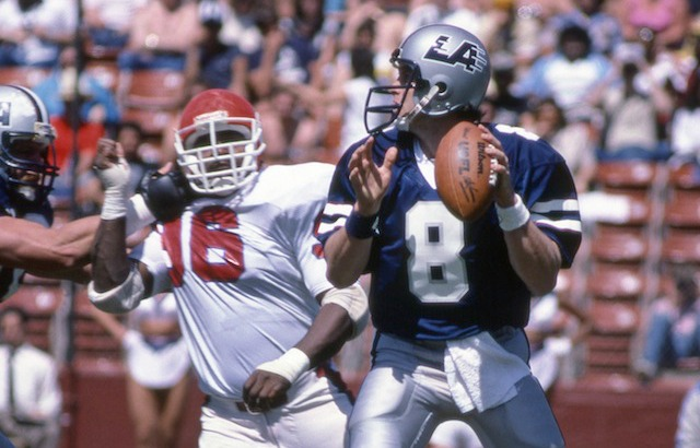 Steve Young scans the field with the LA Express of the USFL Photo USATSI